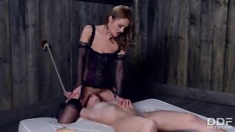 Femdom Dominica Phoenix rewards her submissive with a Face R
