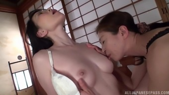 Mature Japanese woman's body is all a hot babe craves
