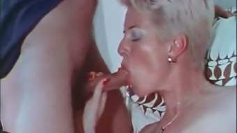 Vigorous and curvy MILF serves her furry burger for two dicks