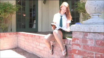 Risi Loves Tickling Her Clit In Public