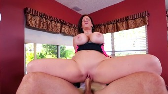 Horny mom roughly fucked in the pussy by male with extreme cock