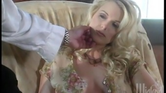 Gorgeous blondes have an amazing lesbian threesome