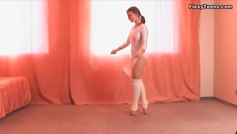 Curvy ballerina from the Eastern Europe reveals her private parts