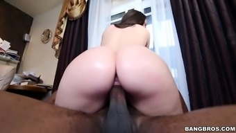 Lola Foxx is ready for monster cock