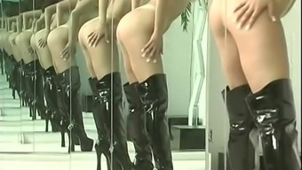 Sexy brunette in leather boots shakes her gorgeous plump ass around