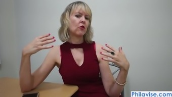 An xmas video with mature cougar Jamie Foster