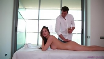 Hot Connie Carter massages a fat pecker with her mouth