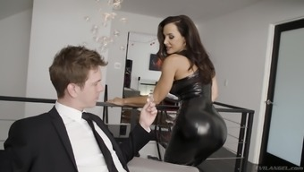 Lonely Lisa Ann get's her face covered in sperm by a young stud