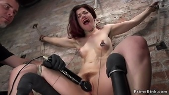 Hairy cunt babe vibed and pussy toyed