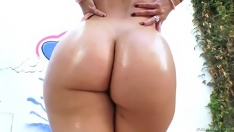 maria jade stretches her plump white booty with a fat dick