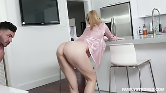 Dude can't resits fucking slutty stepmom in pajama Addie Andrews