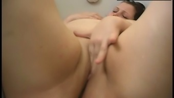 AMAZING BBW MODEL TAKING A BATH PLUMP PUSSY