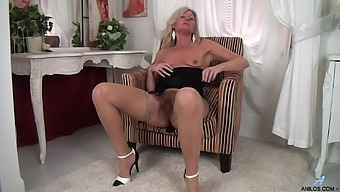 Video of small tits mature Ellen B playing with her hairy pussy