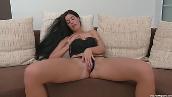 Sex bomb April Blue drops her thong and pleasures her pink tako
