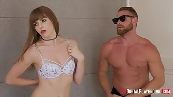 Trimmed pussy model Alex Blake gets a nice pussy massage in HD