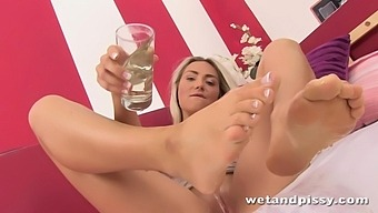 Moaning out loud pissing nympho Victoria Puppy teases pussy with vibrator