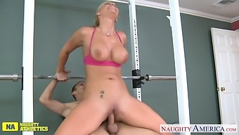 Fit MILF Phoenix Marie is letting the whore out and that lady can fuck